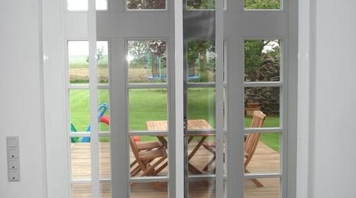 Insektenschutzschiebetür Innenmontage da auswärts öffnende Terrassentür