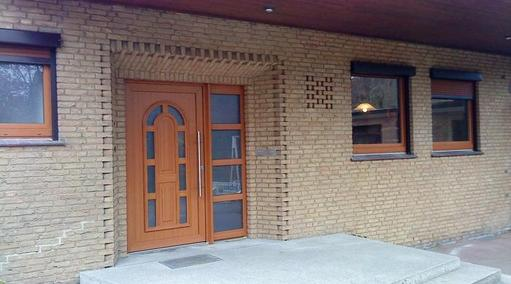 Haustür und Fenster in Streifendouglasie