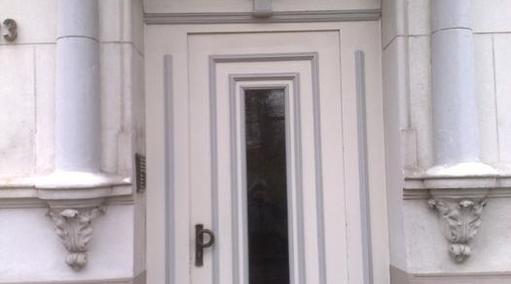 Renovierte Holzhaustür