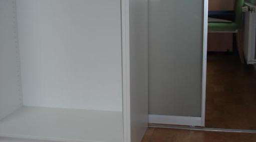 IN-OUT-Schiebetür zum begehbaren Ankleidezimmer